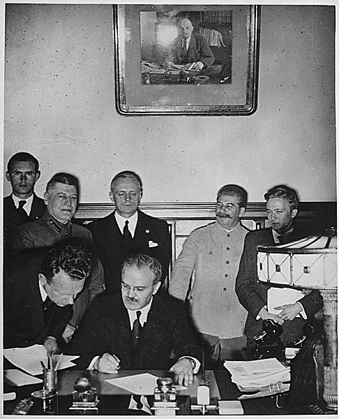 Molotov signs the German-Soviet non-aggression pact